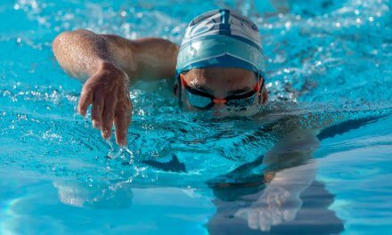 Tips to avoid seasickness while swimming in open water
